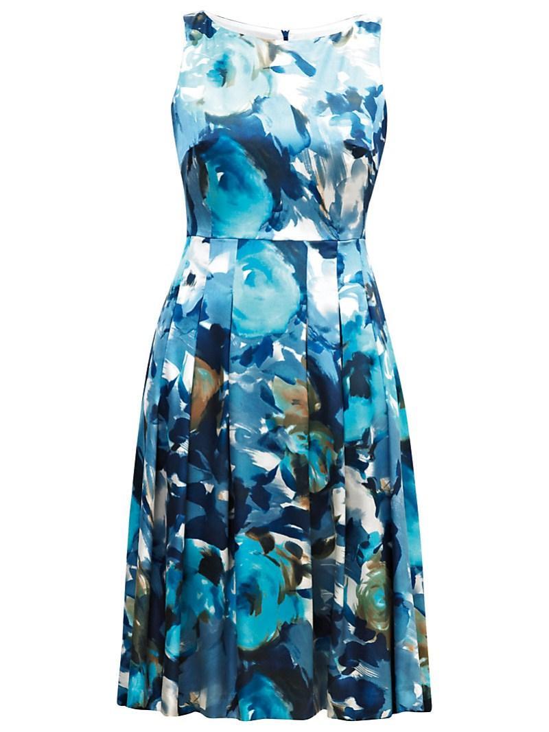 niebieska sukienka Gapa Fashion w kwiaty - lato 2011