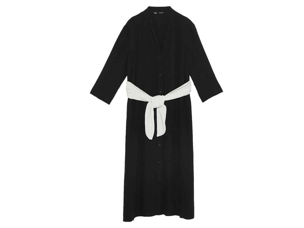 Czarna koszulowa sukienka z białym paskiem, Zara, cena ok. 199,00 zł