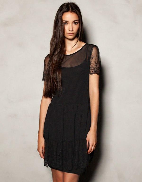 Klasyczna, czarna sukienka zdobiona tiulem. Pull&Bear, 79,90 zł