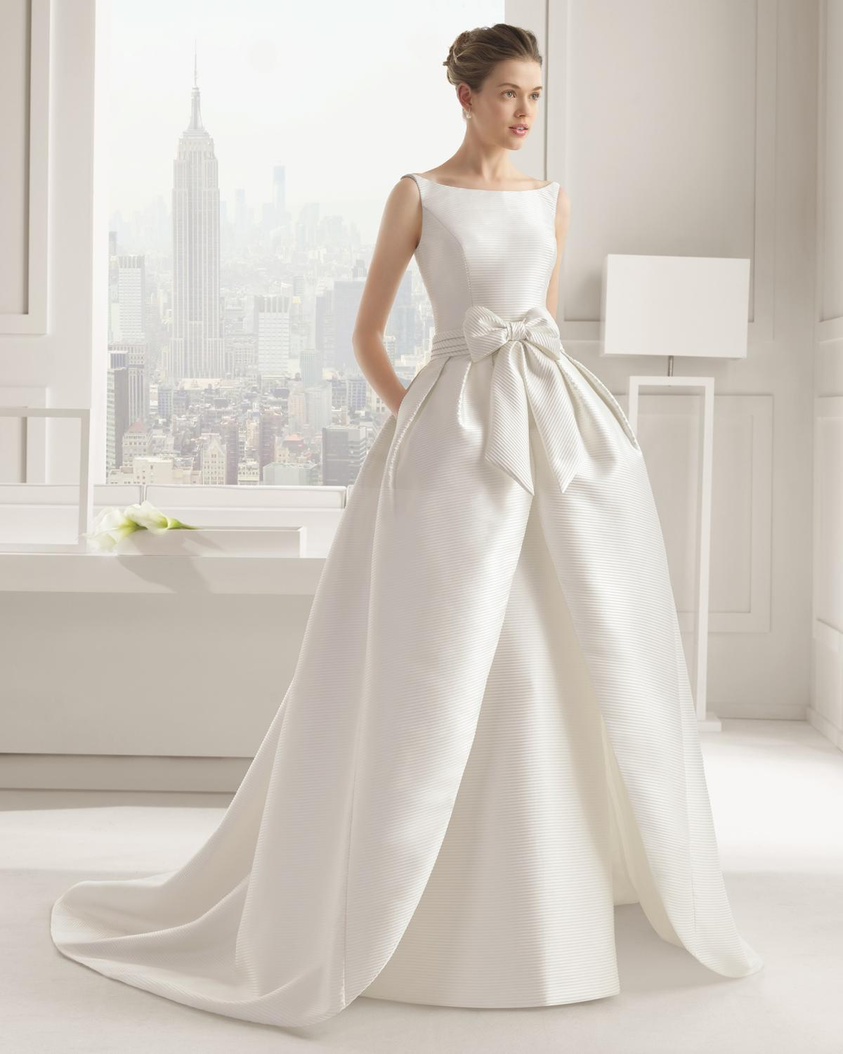 Wedding Gowns For Small Bust: Dopinane Spódnice I Treny