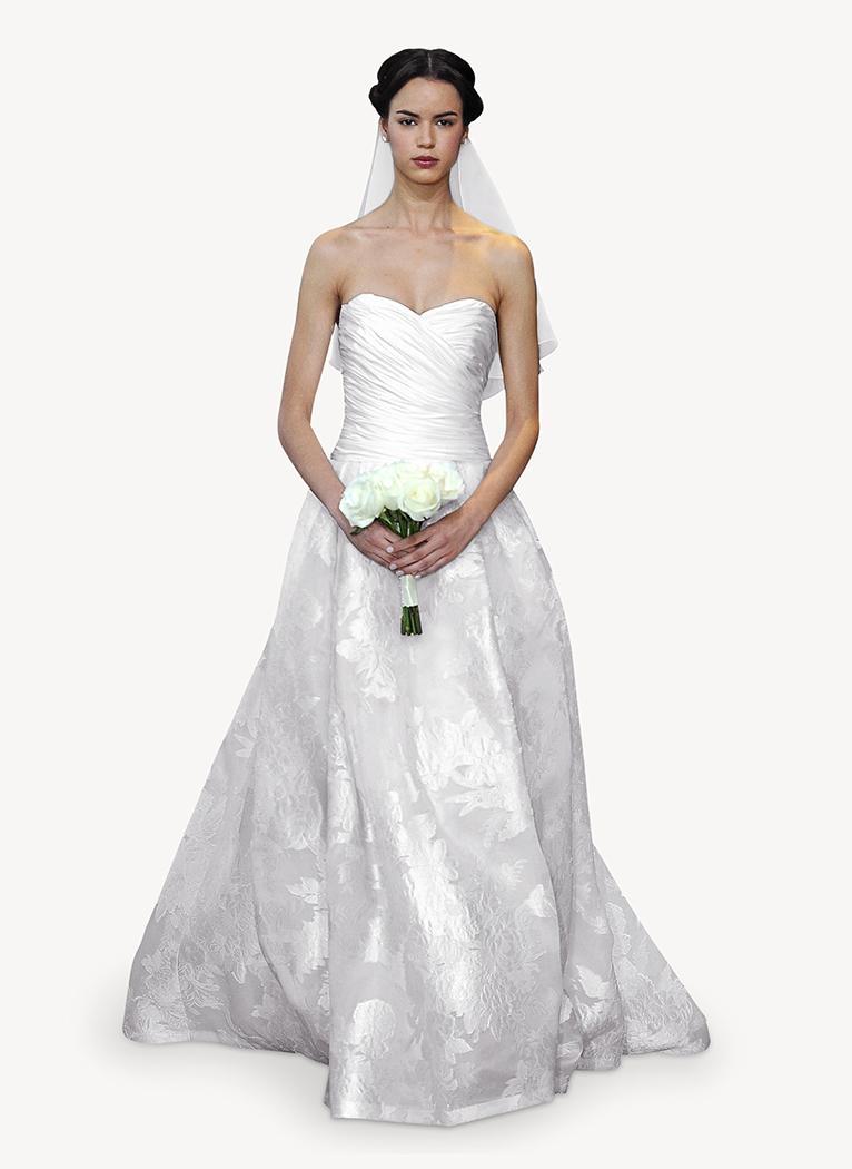 suknia ślubna Carolina Herrera z dekoltem w kształcie serca