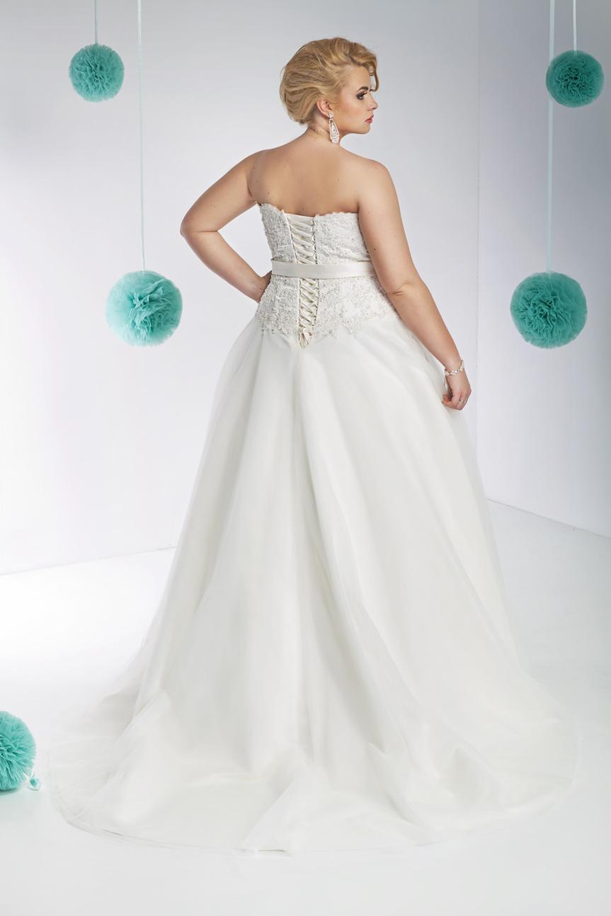 f40d865b8ca7d5 Suknie ślubne dla puszystych - zobacz, jak się ubrać, by wyglądać bosko!