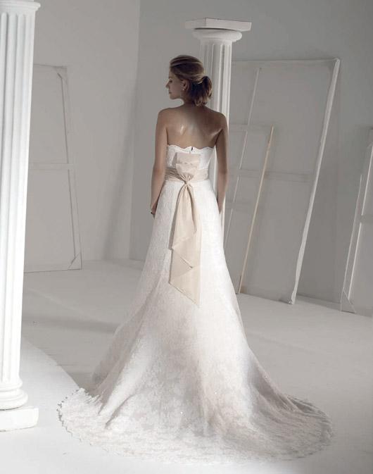 Suknie ślubne Fara Sposa 2009 - Zdjęcie 14
