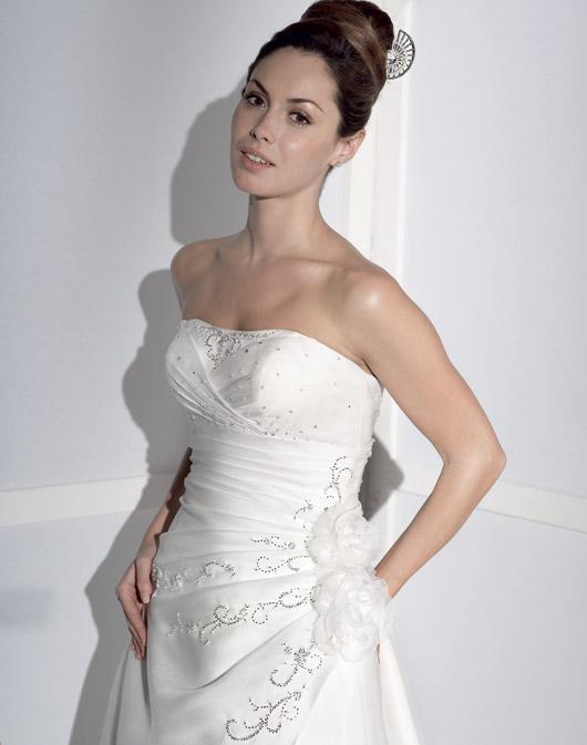 Suknie ślubne Fara Sposa 2009 - Zdjęcie 22