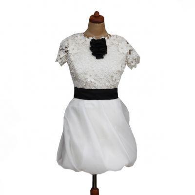 suknia ślubna Femini z kwiatem z paskiem