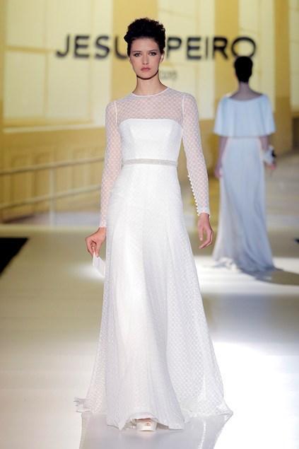 biała suknia ślubna Jesus Peiro z koronkowami rękawami