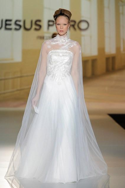 biała suknia ślubna Jesus Peiro z tiulem