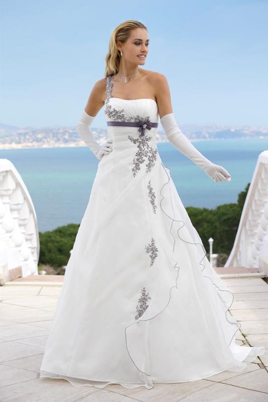 8d50b1a8f2 Suknia ślubna z kwiatowymi wzorami - Suknie ślubne Ladybird  80 ...