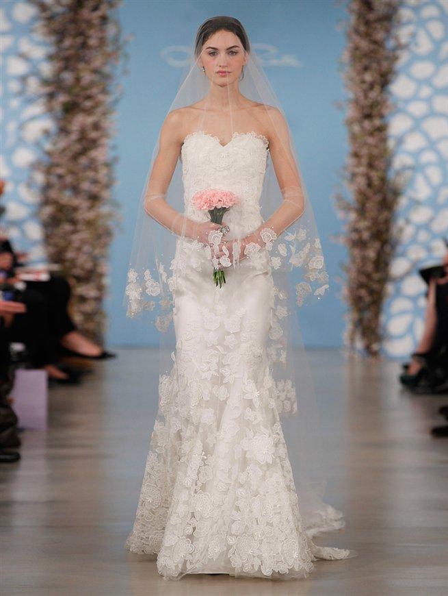 biała suknia ślubna Oscar de la Renta koronkowa