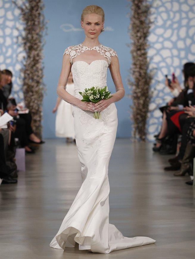 biała suknia ślubna Oscar de la Renta z trenem
