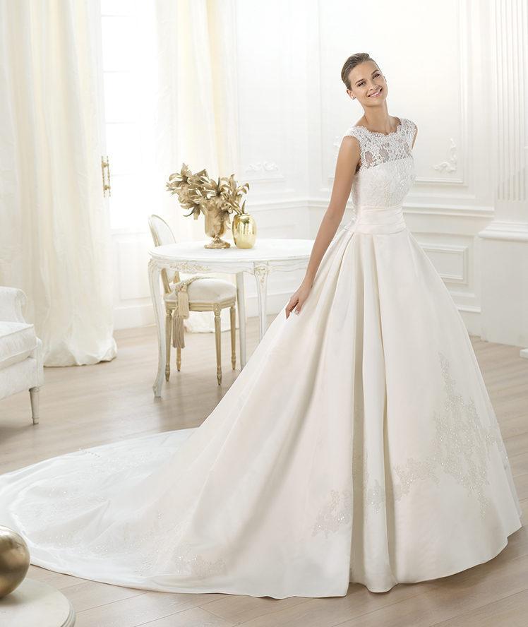 suknia ślubna Pronovias z koronką zabudowana
