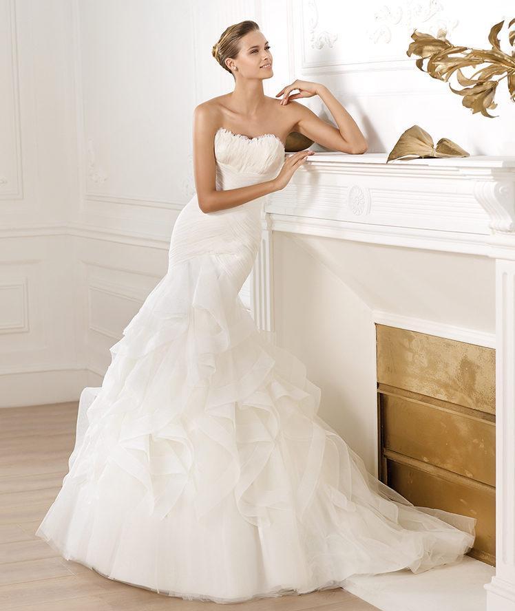 suknia ślubna Pronovias z falbanami