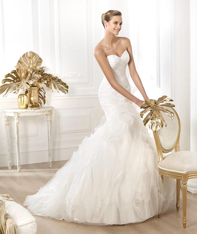 suknia ślubna Pronovias z falbankami