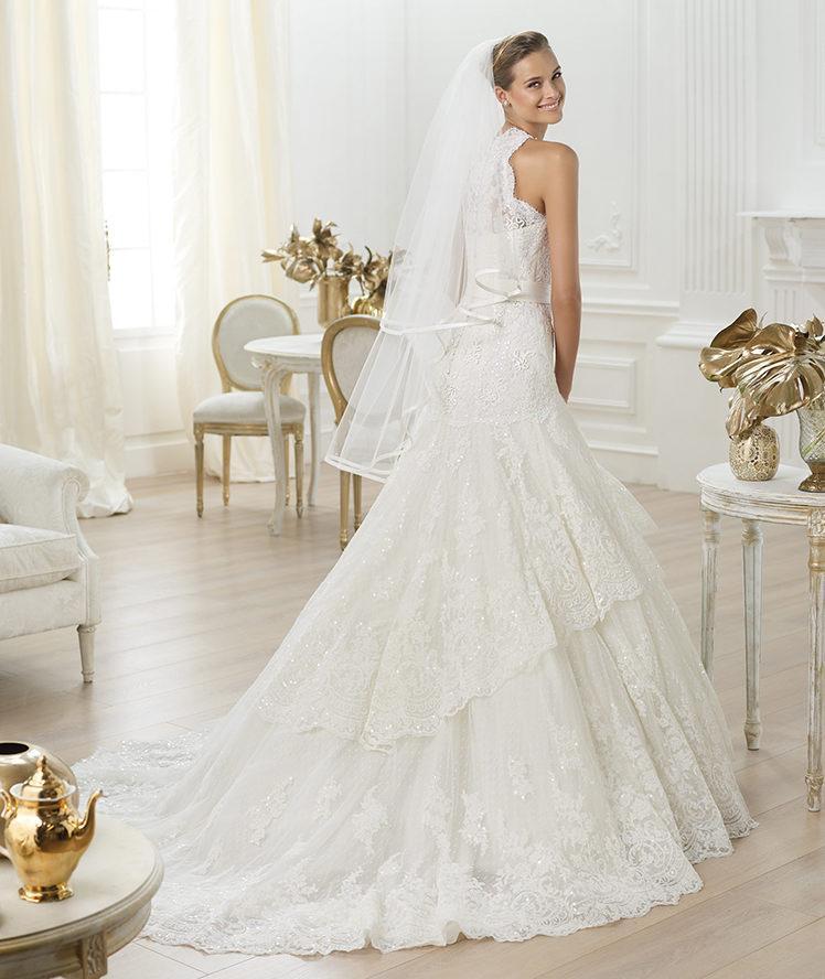 suknia ślubna Pronovias z falbankami koronkowa
