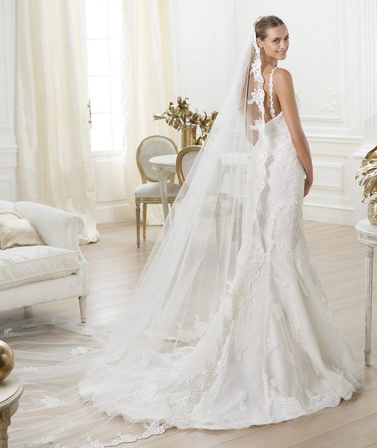 suknia ślubna Pronovias z koronką na ramiączkach