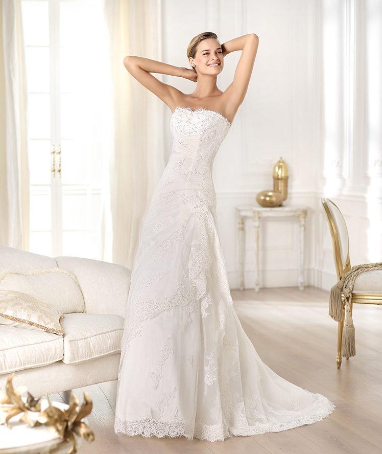 suknia ślubna Pronovias z koronką z trenem
