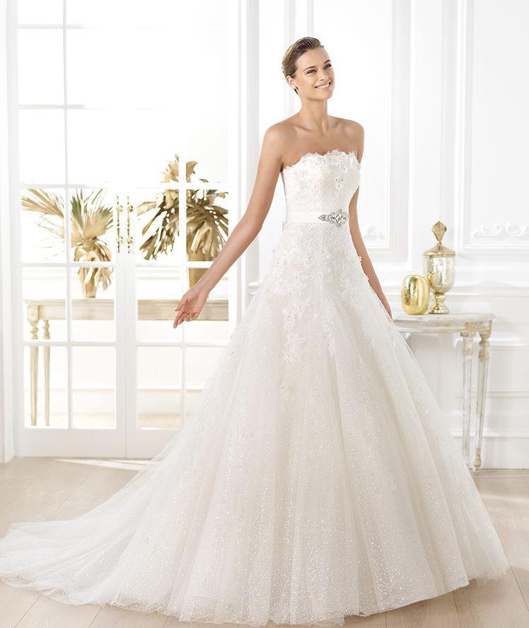suknia ślubna Pronovias z koronką
