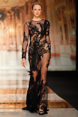czarna suknia ślubna Yolan Cris z koronką prześwitująca