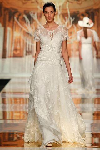 suknia ślubna Yolan Cris z koronką z krótkam rękawem