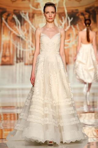 ecru suknia ślubna Yolan Cris z koronką na ramiączkach