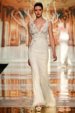 suknia ślubna Yolan Cris z koronką na ramiączkach