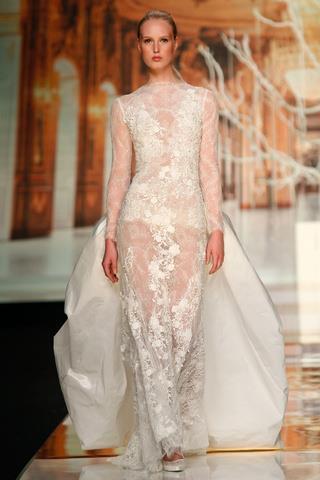 suknia ślubna Yolan Cris z koronką z trenem