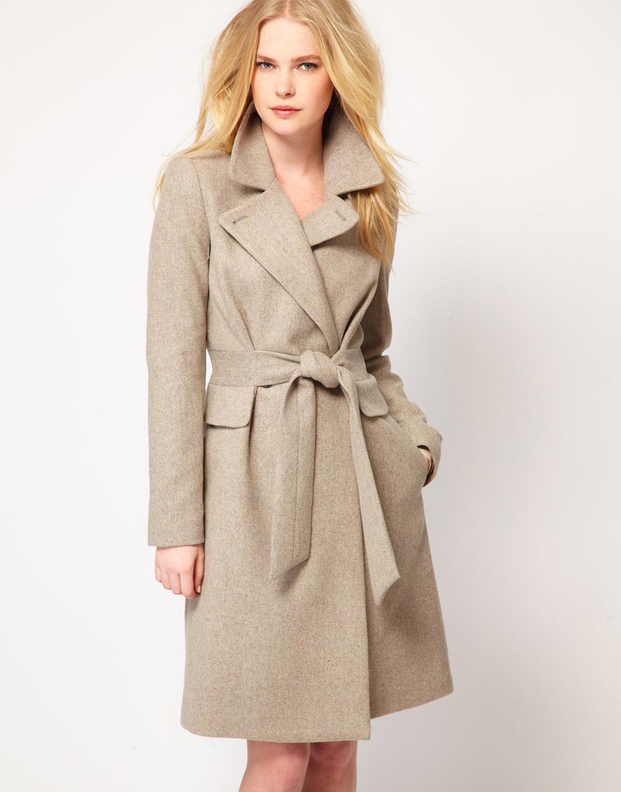 Płaszcz w odcieniu 'nude', Asos, 190 euro (ok. 760 zł)