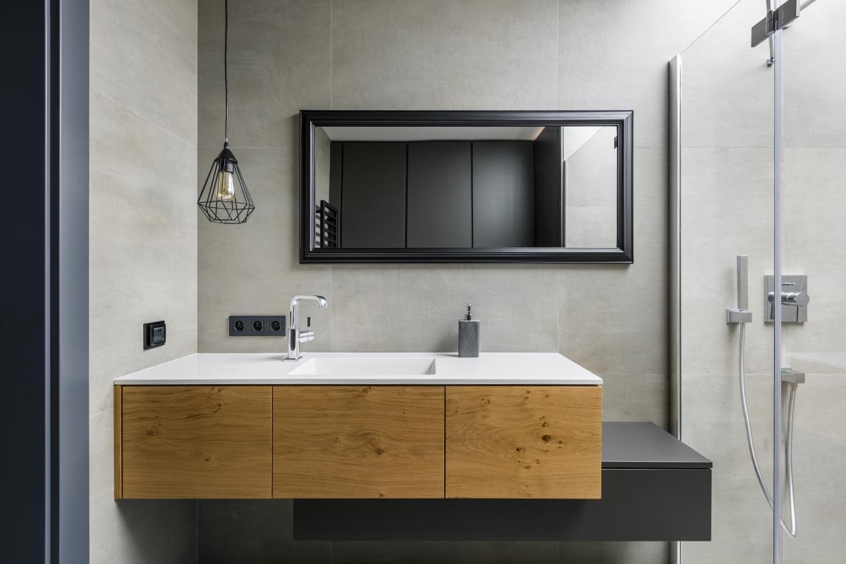 szara łazienka loft