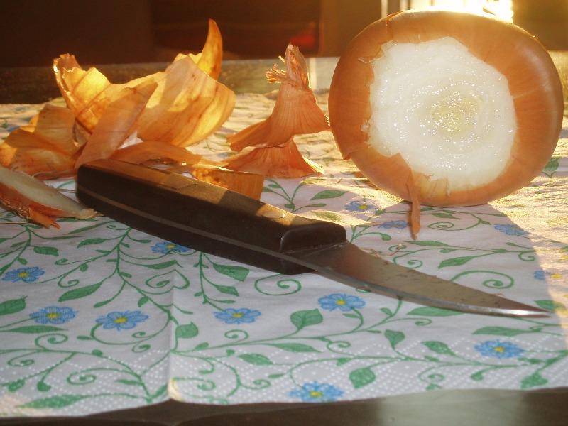 obieranie cebuli