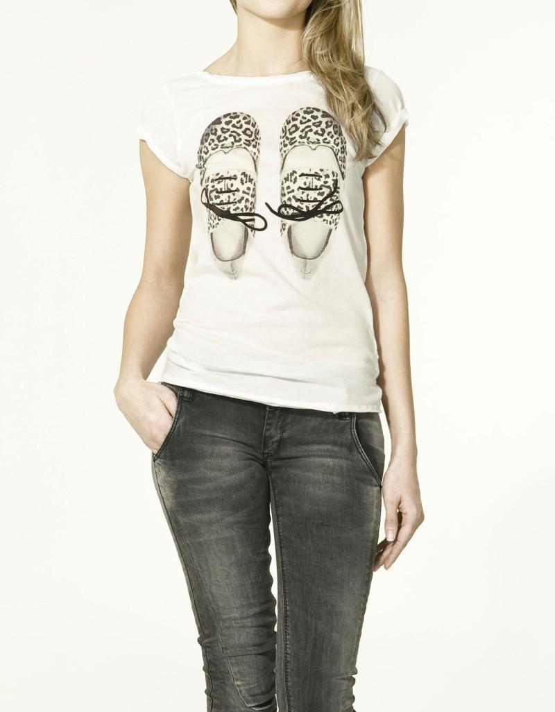 biały t-shirt ZARA z aplikacją - wiosna-lato 2011