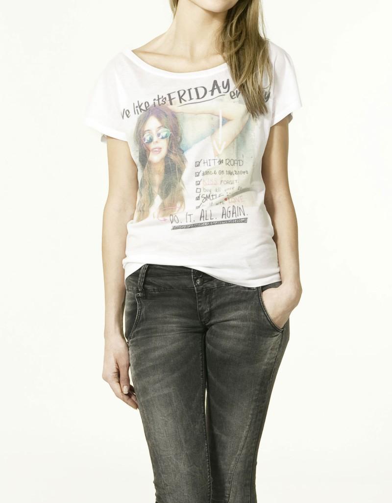 biały t-shirt ZARA z aplikacją - wiosna/lato 2011