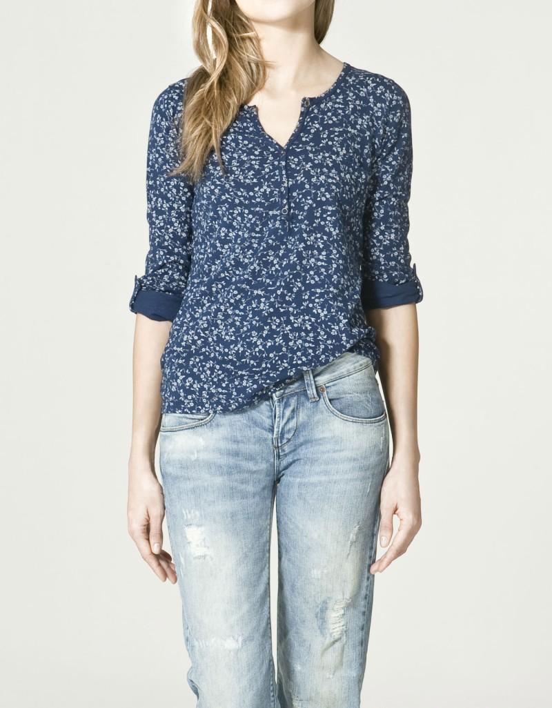 niebieska bluzka ZARA w kwiaty - wiosna-lato 2011