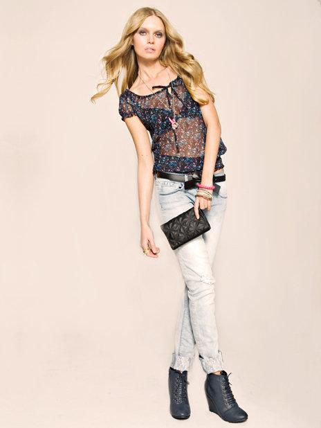błękitne spodnie Tally Weijl - wiosenna kolekcja