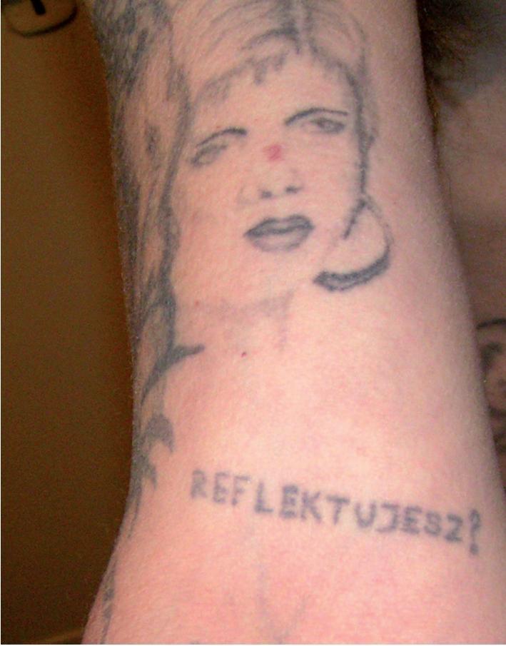 Tatuaże więzienne humorystyczne – galeria