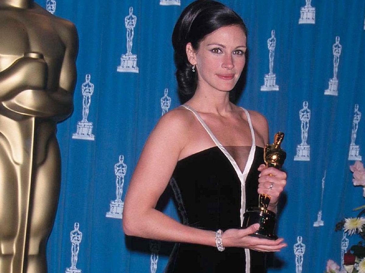 Najpiękniejsze kreacje z Oscarów: Angelina Jolie