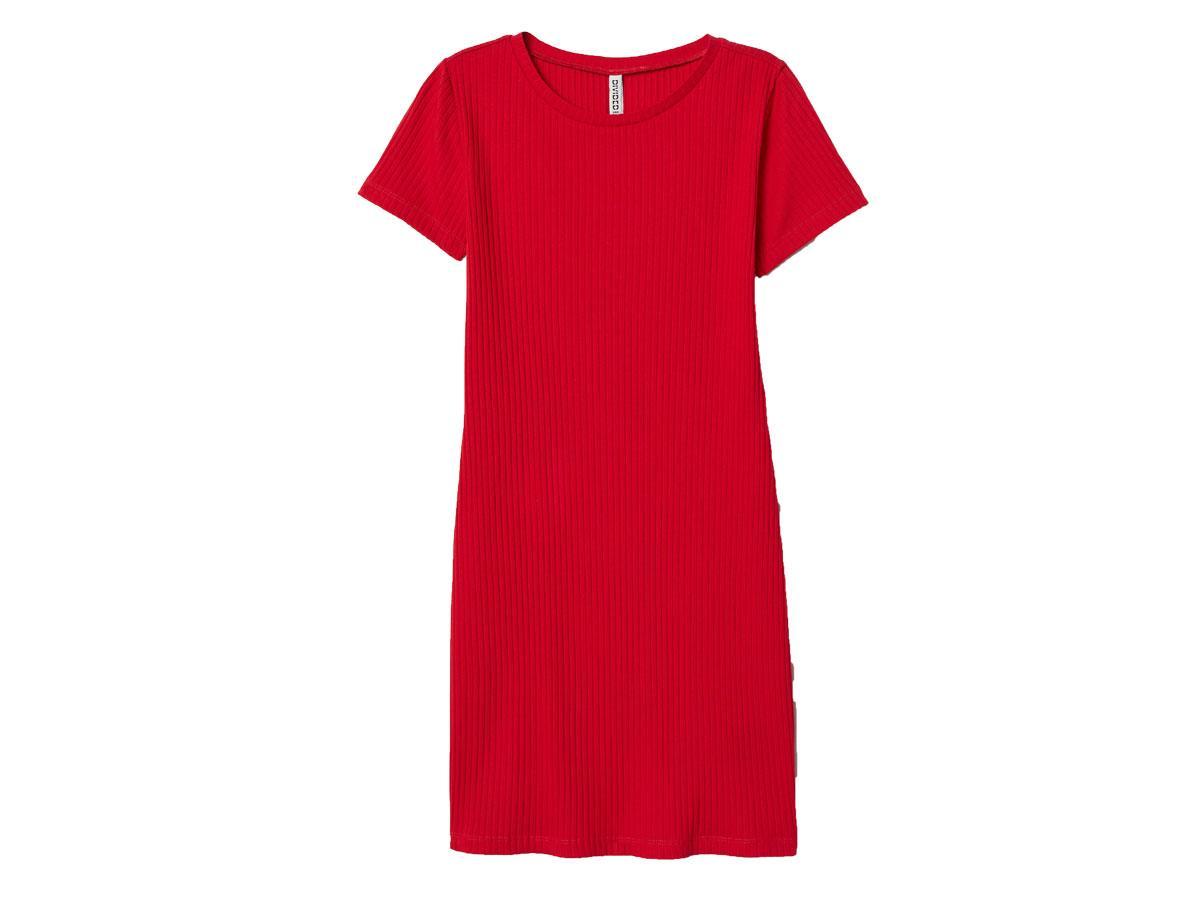 Czerwona sukienka w prążki, H&M, cena ok. 59,99 zł