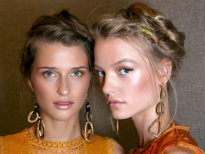 Ten kosmetyk w 2 minuty odmieni twój letni makijaż!
