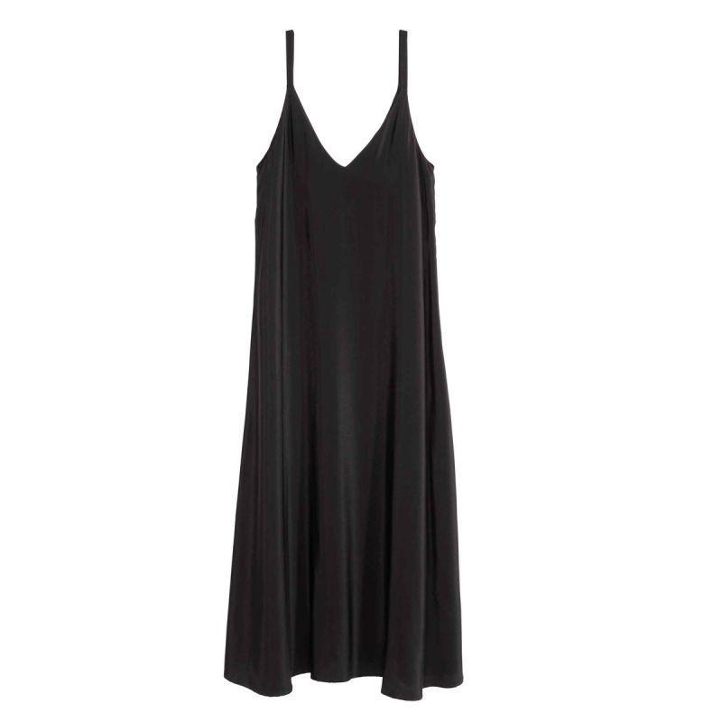 Ten model sukienki powinna mieć w szafie każda wielbicielka mody