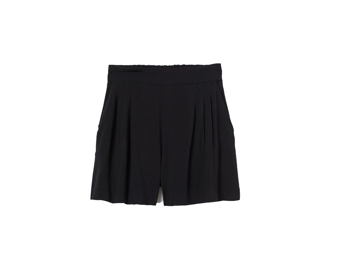 Czarne szorty z wysokim stanem, H&M, cena ok. 39,99 zł