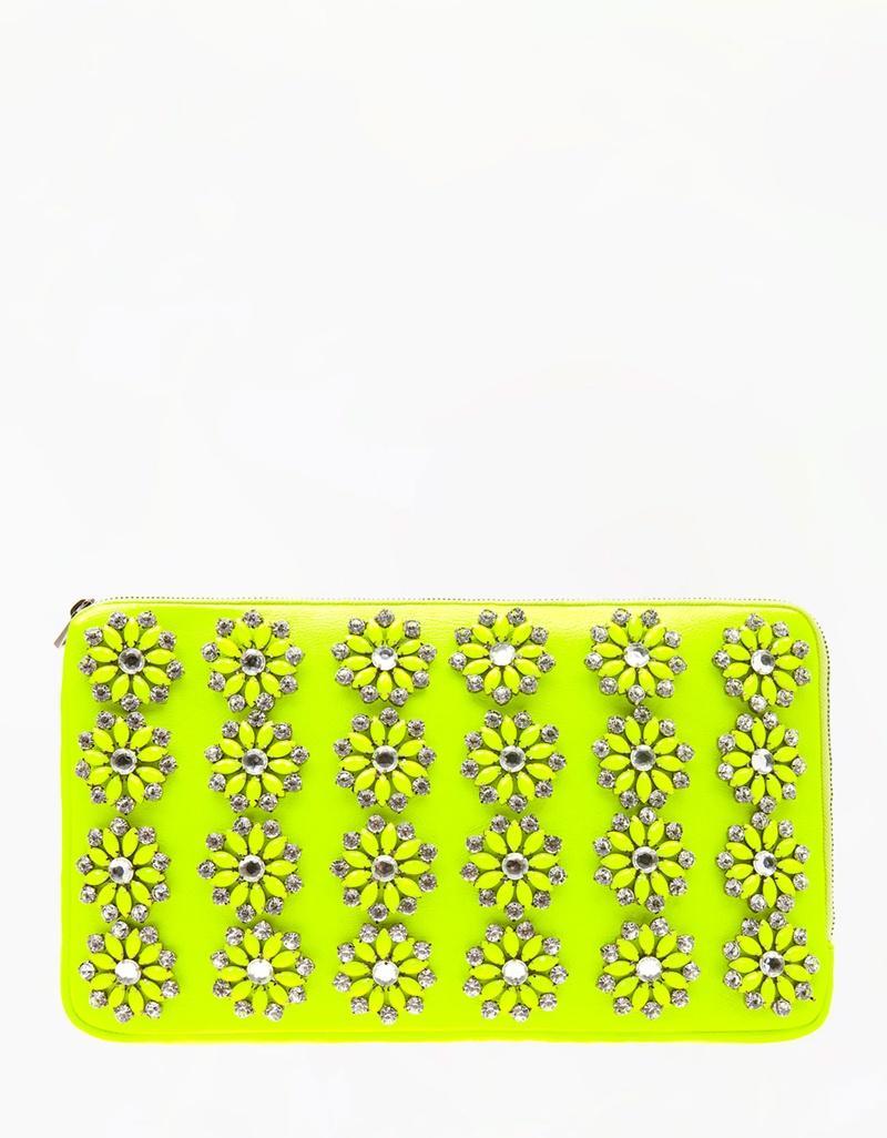 neonowa kopertówka Bershka - torebki na wiosnę