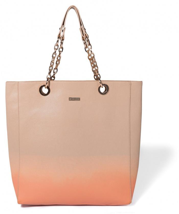 cieniowana torebka Mohito w kolorze jasnoróżowym - trendy na lato