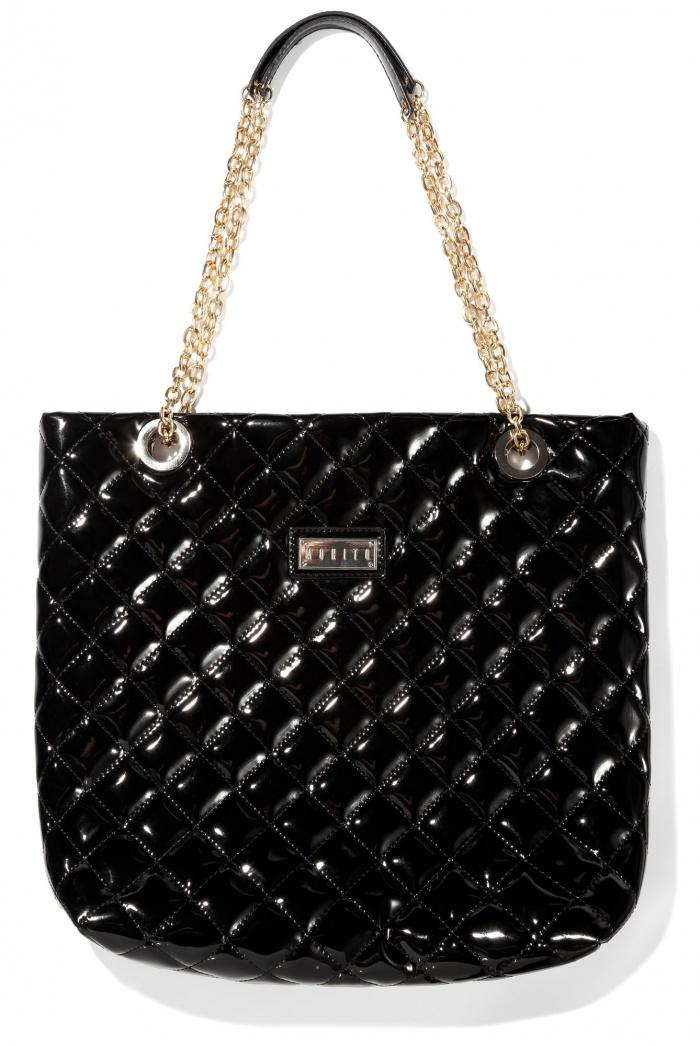 czarna torebka Mohito - trendy na wiosnę