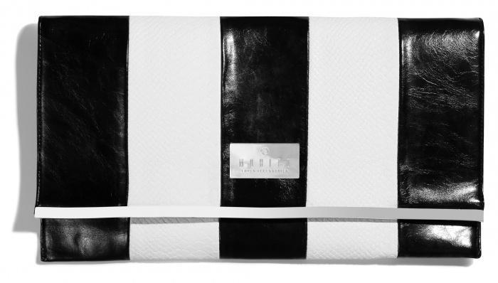 biało-czarna kopertówka Mohito - trendy na wiosnę