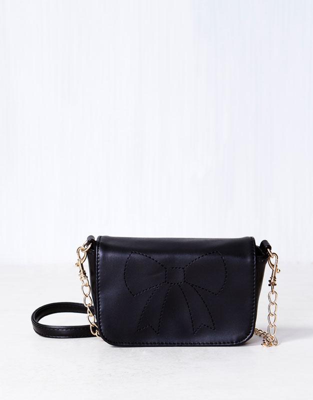 mała torebka Pull and Bear w kolorze czarnym - modne dodatki