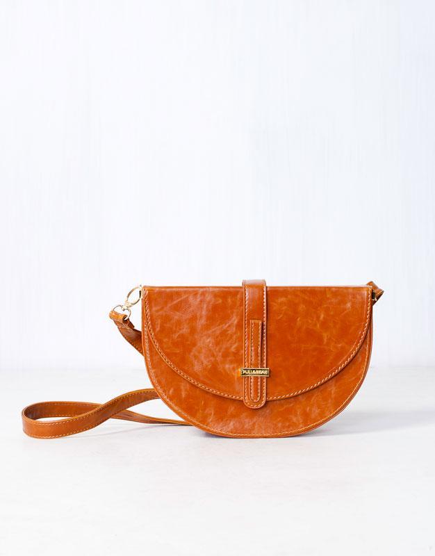 zamszowa torebka Pull and Bear w kolorze brązowym - torebki na lato