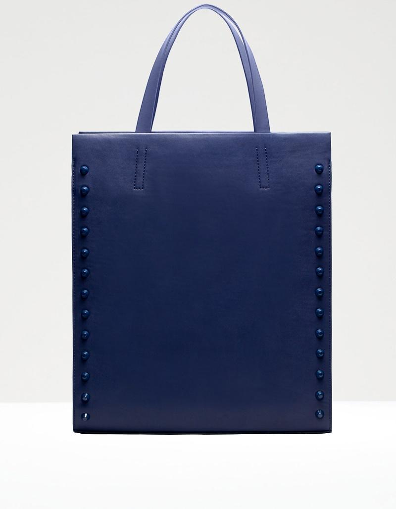 granatowa torebka Stradivarius - modne torebki