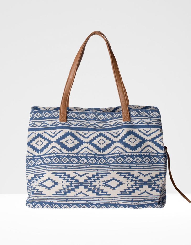 torebka Stradivarius we wzorki w kolorze niebieskim - torebki na wiosnę i lato