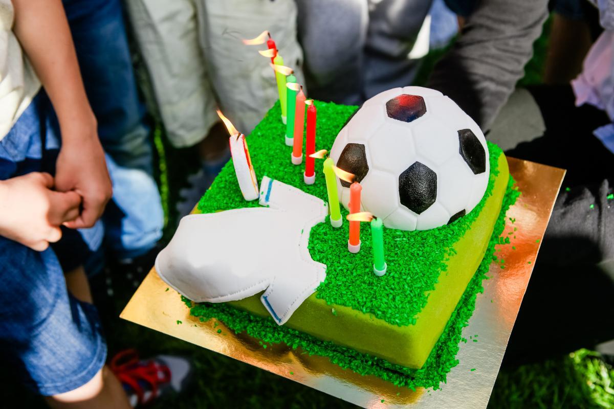 Tort w kształcie piłki