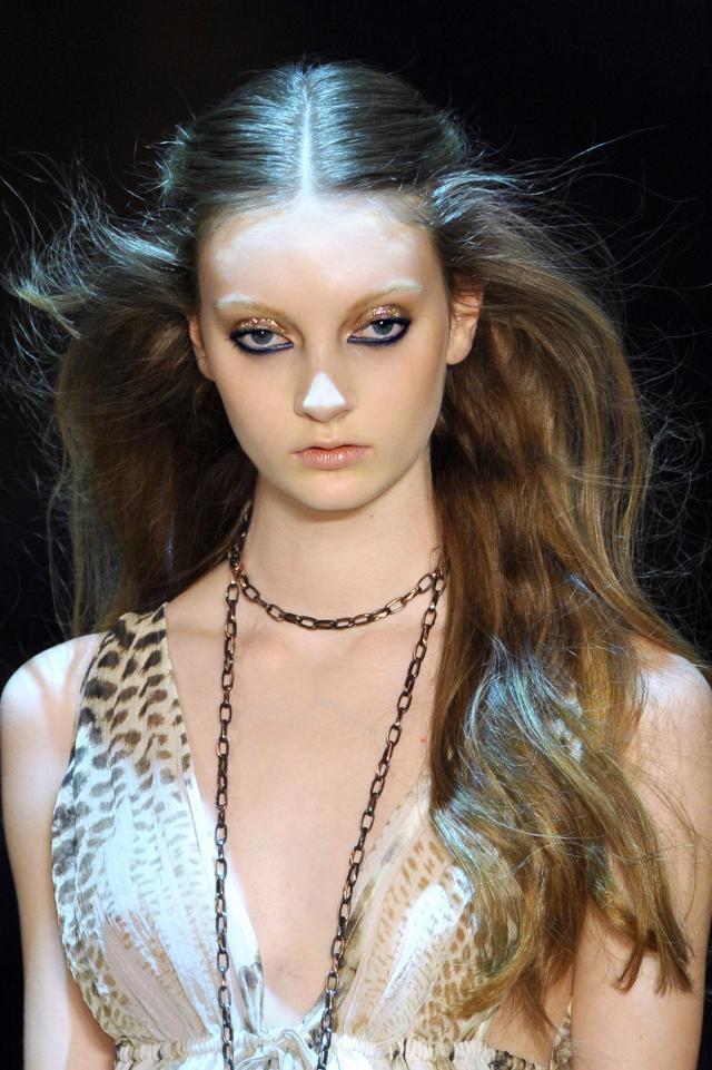 modna fryzura, trendy fryzury wiosna - lato 2012
