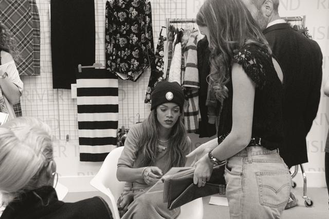 Trzecia kolekcja Rihanny dla River Island – zdjęcia z backstage
